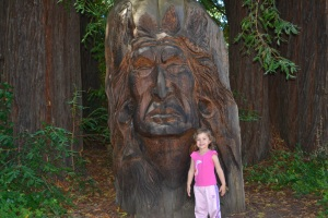 9 Ana in front of Indian sculpture