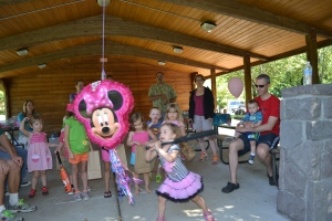 And the mini mouse piñata made it another perfect birthday party.  I can't wait for mine!